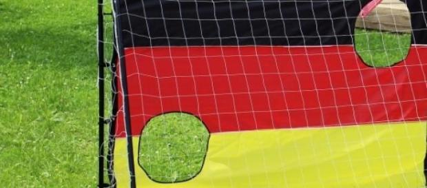 64 Mannschaften nehmen am DFB Pokal 2015/16 teil