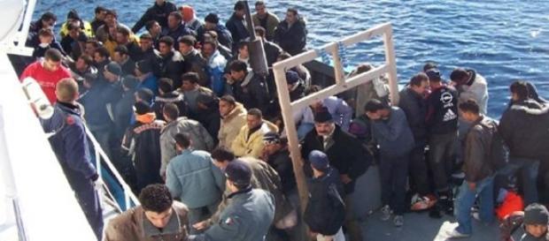 Immigrati soccorsi dalla Guardia Costiera