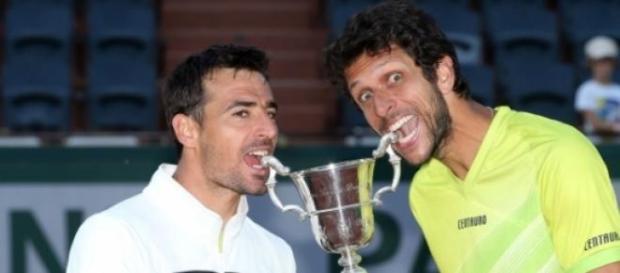 Melo e Dodig comemoram o título em Roland Garros