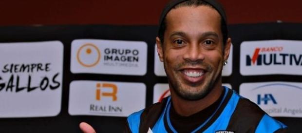 Ronaldinho podría emigrar al país vecino