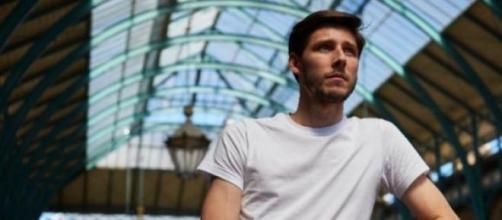 Thom Feeney quer ajudar a resolver a crise grega