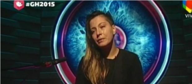 Angie llorando en el confesionario