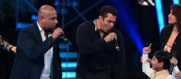 Salman Khan and Sonakshi Sinha on Indian Idol