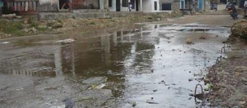 Aguas servidas en la calle