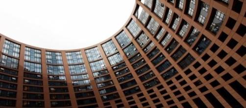 Grecia debate con el Eurogrupo