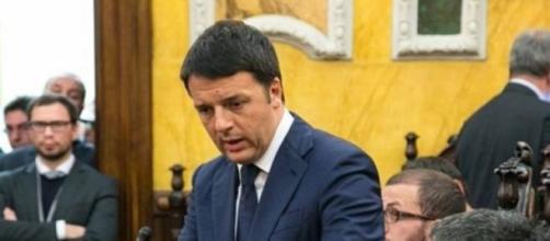 Il premier Matteo Renzi nel corso di una riunione