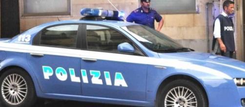 Poliziotti sulla scena del crimine