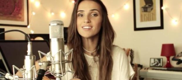 Ana Free is a 28-year-old singer living in LA.