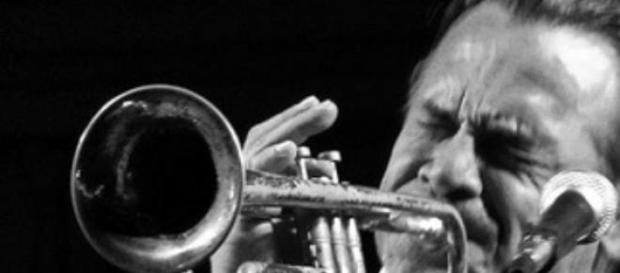 Diego Casanova cantante y trompetista de la banda.