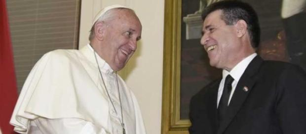 Papa Bergoglio, faticosa visita in Paraguay