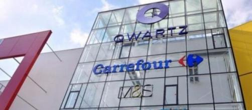Facciata del centro commerciale Qwartz di Parigi.