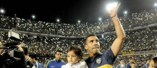 Tevez volvió a su casa ante una multitud