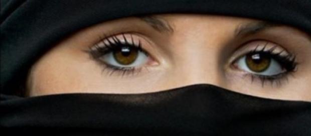 Burka, tradycyjny ubiór muzułmanek