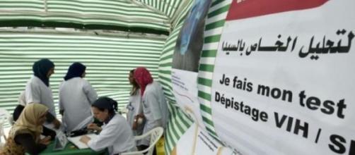 Des tests du sida à Alger le 11 juin 2015