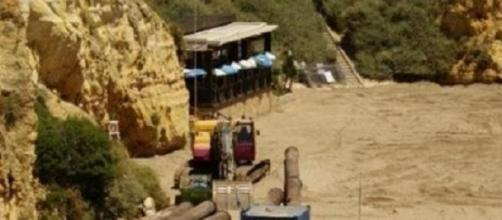 Obras a terminar na Praia Dona Ana