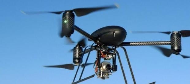 Un modelo de dron con cámara incluida
