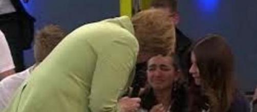 Angela Merkel e il pianto di uno ragazzina