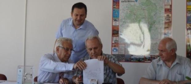 Ioan Vela şi Doru Dinu Glăvan la conf de presă
