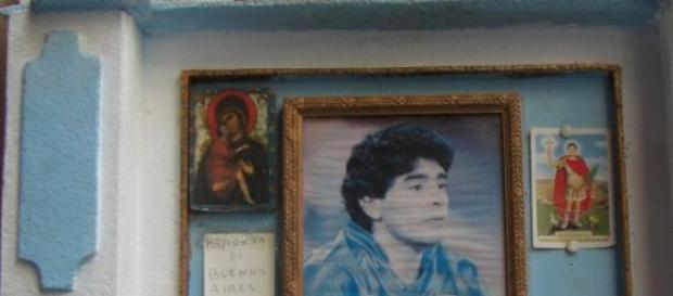 Maradona-Schrein vor Bar Nilo im Herzen Napolis