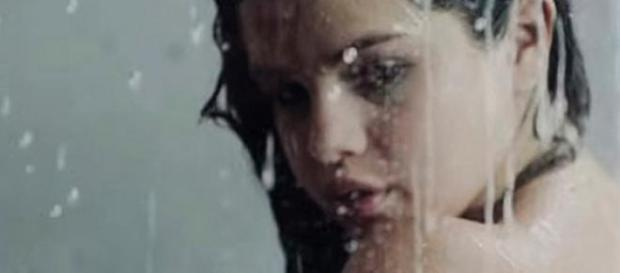 """Selena Gomez en escena de su video """"Good For You"""""""