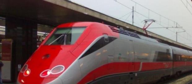 Treno Frecciarossa in transito