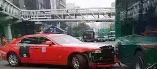 Psy se envolve em acidente de carro na China.