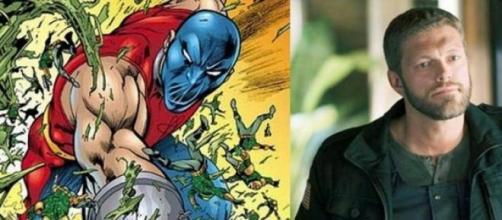 Adam Copeland como Atom-Smasher
