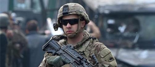 Militar americano vigia embaixada do Irã em Cabul