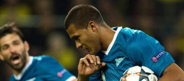 Rondón en un encuentro disputado con el Zenit
