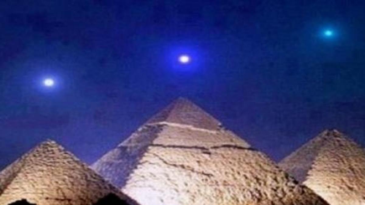risalente alle piramidi dEgitto scena ragazzo sito di incontri