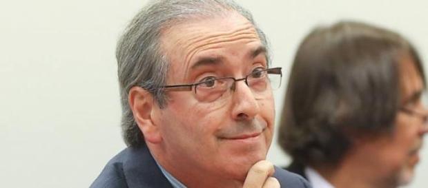 Contas de Cunha são investigadas