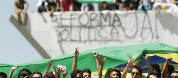 Jovens pedem pela Reforma Política em Brasília