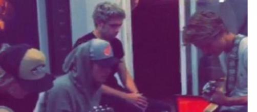 Justin Bieber, Niall Horan e Cody Simpson juntos.