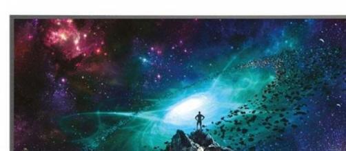 A Samsung JS7000 SUHD TV.