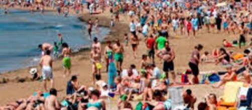 Playa de España llena de turistas