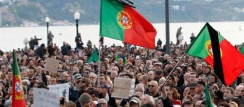 In Portogallo si manifesta contro l'austerità