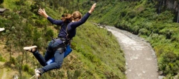 A jovem morreu a fazer bungee-jumping.