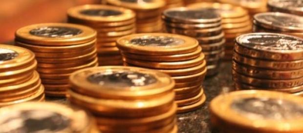 Hoje o Ibovespa apresentou queda e dólar subiu