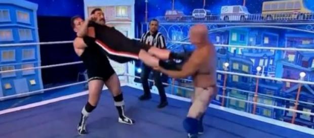 Ratinho sai no tapa ao vivo e fala mal de MMA