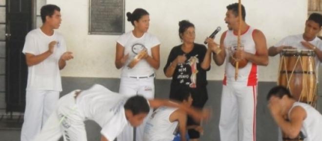 A capoeira ressocializa jovens carentes em Campos