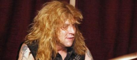 Adler dio un concierto en Perú con su grupo actual