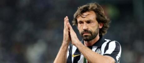 Andrea Pirlo saluta i tifosi