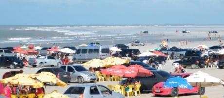 Carros na areia causam tumulto