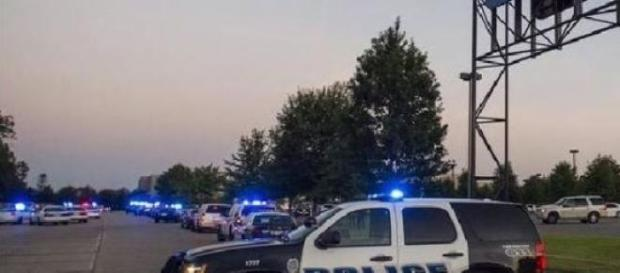 Poliția din Lafayette aflată la locul atacului