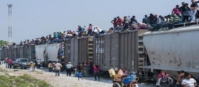 varios mexicanos en un tren
