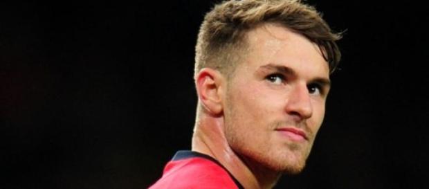 Ramsey es mirado de cerca por el Barça
