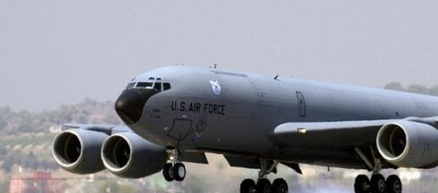 Bombardier aterizând la Baza Aeriană Incirlik