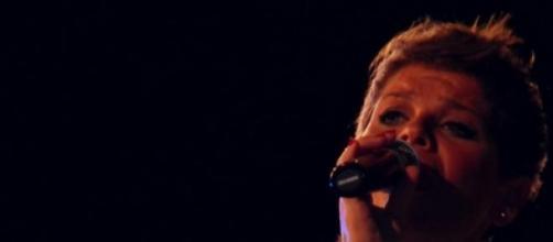 Alessandra Amoroso sarà operata alle corde vocali