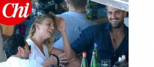 Emma Marrone felice accanto a Fabio Borriello.
