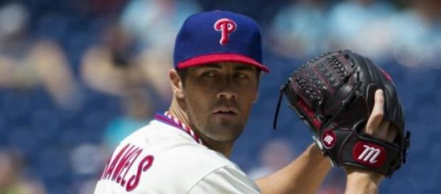 Hamels looks in before throwing the pitch